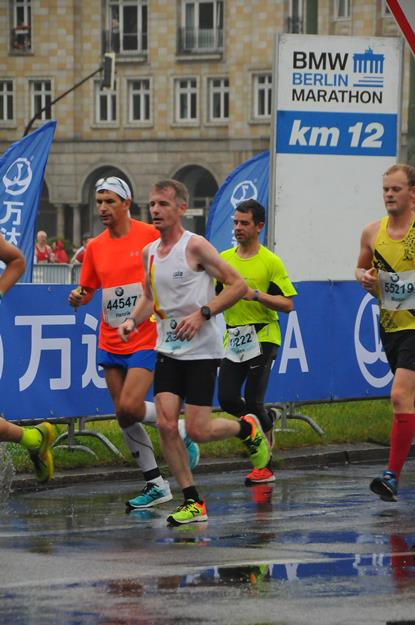 Berlin marathon at km12